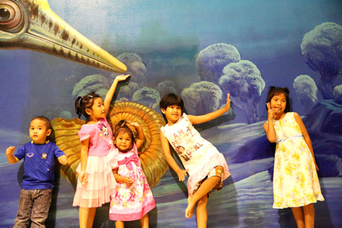 On Saturday the 24th of January 2015 the children of The Camillian Social Center Rayong paid a visit to Art in Paradise in Pattaya.