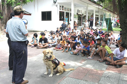 Children living with HIV/AIDS from The Camillian Social Center Rayong Welcome Booster and his owner Davis Hawn.