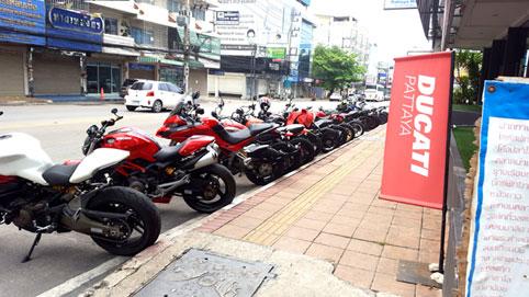 Pattaya Ducati & Harley Davidson of Pattaya visit the Camillian Social Center on the Sunday 9th of October 2016.