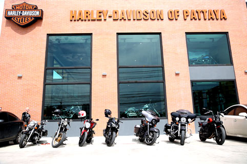 Pattaya Ducati & Harley Davidson of Pattaya visit the Camillian Social Center on the Sunday 9th of October 2016.