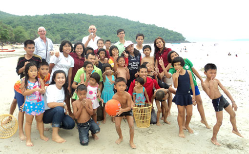 Johan and Gerard take the children living with HIV/AIDS at the Camillian Social Center Rayong out for the afternoon.
