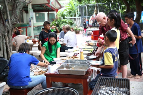 On the 16th of August 2015 Fredrick Geiler, Khun Ta & Khun Pornpen Floeth joint together to treat the children of The Camillian Social Center Rayong to a BBQ at our Child Care Center.