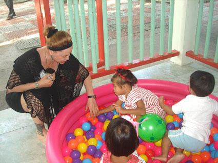 Giorgio and Carla came to visit the children living with HIV/AIDS of the Camillian Social Center Rayong.