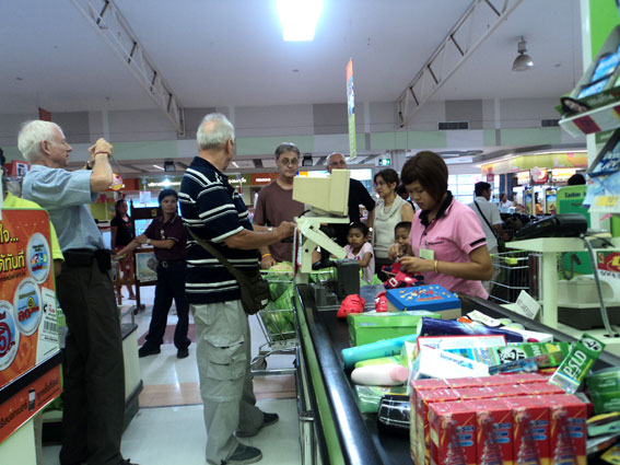 A German-speaking group from pattaya supports the Camillian Social Center Children living with HIV/AIDS, by taking them on a day out shopping.