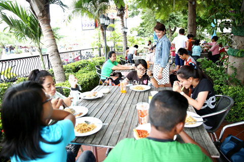 Children living with HIV/AIDS from The Camillian Social Center Rayong having a special lunch with the Italian captains.