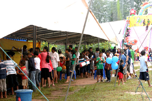 The Jesters Fair September the 11th 2011 was a little soggy to say the least, however latter on in the afternoon we did see a little sunshine the Camillian Social Center Rayong to help the children living with HIV/AIDS.