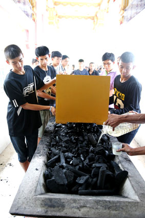 JOM'S FUNERIAL 16 AUGUST 2014 AT THE CA,ILLIAN SOCIAL CENTER RAYONG