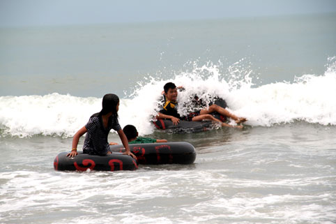 Children living with HIV/AIDS from The Camillian Social Center Rayong On 27th March 2015 Marie Magdeleine Vialle took the Children TO THE BEACH