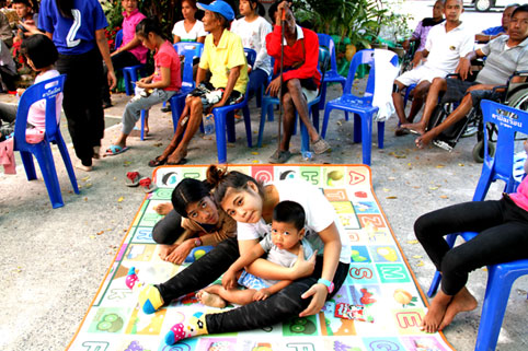 Children living with HIV/AIDS bring in 2015 with a lot of smiles at the Camillian social center rayong thailand