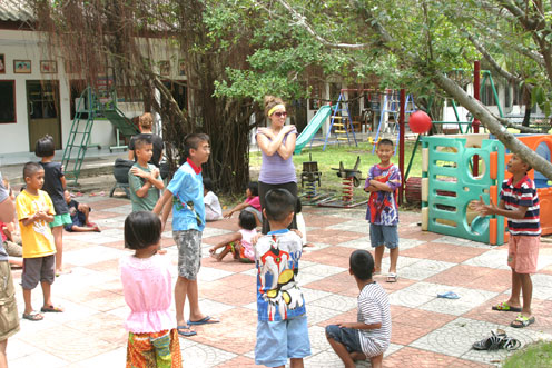 Children from the Camillian Social Center Rayong living with HIV/AIDS have a day playing with the Canadian Group Play Around The World.