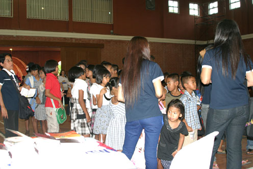 The Regent School Pattaya invite the children living with HIV/AIDS at the Camillian social Center Rayong to their international day.
