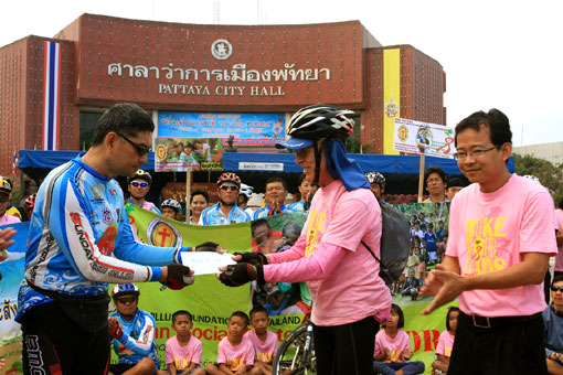 The TCHA join forces with the Central Festival Pattaya too help he children of the Camillian Social Center Rayong who are living with HIV/AIDS.